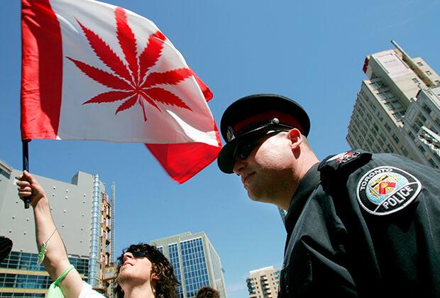 Шествие в поддержку легализации марихуаны в Канаде